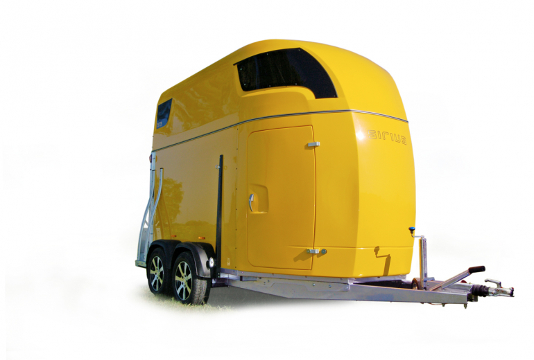 Sirius Trailers S75 polyester horsetrailer spaciousness design safety comfort
