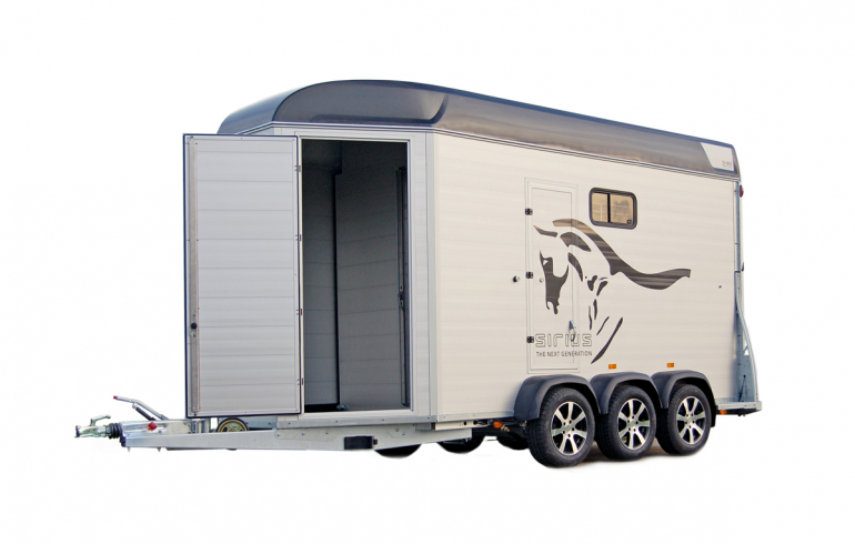 Sirius horsetrailer S90 Aluminium Living big space dressingroom