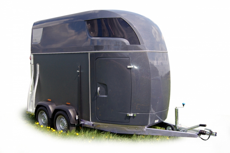 Sirius Trailers S75 horsetrailer wooden sides polyester front functionality